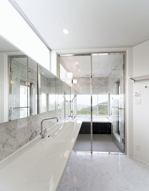 Modern bathroom by 株式会社細川建築デザイン Modern