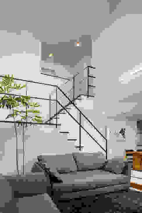 ห้องนั่งเล่น by 株式会社細川建築デザイン
