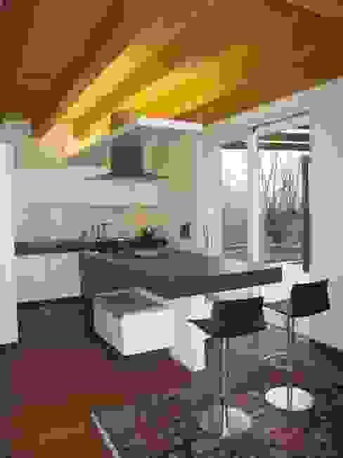 casa C Cucina moderna di Giuseppe Maria Padoan bioarchitetto - casarmonia progetti e servizi Moderno