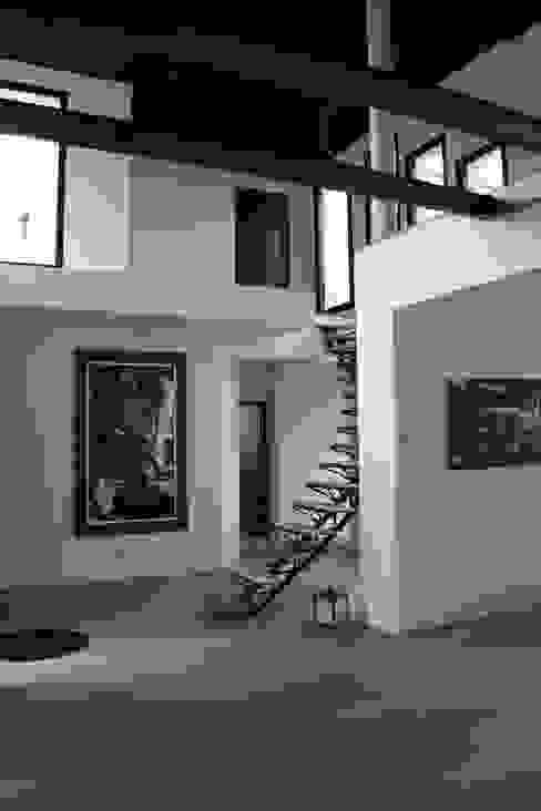 escalier Couloir, entrée, escaliers modernes par scp duchemin melocco architectes Moderne