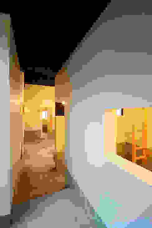 廊下 石塚和彦アトリエ一級建築士事務所 モダンスタイルの 玄関&廊下&階段