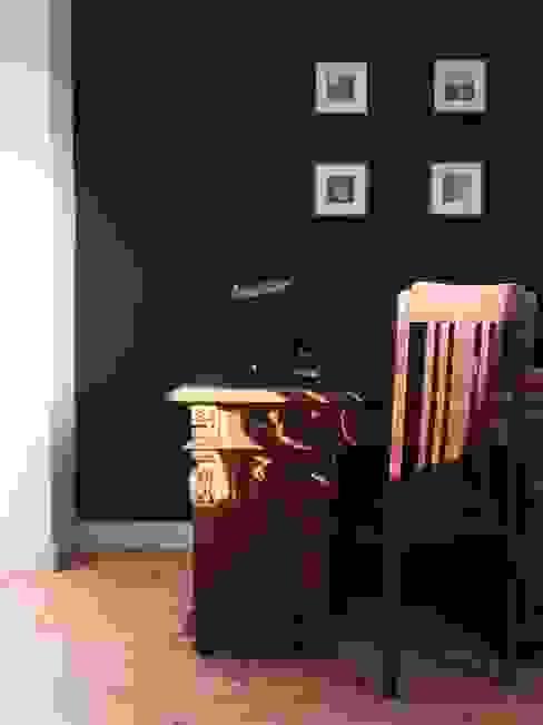 Arbeitszimmer mit Stil - hundert Jahre alte Möbel vor tafelgrüner Wand Arbeitszimmer im Landhausstil von homify Landhaus