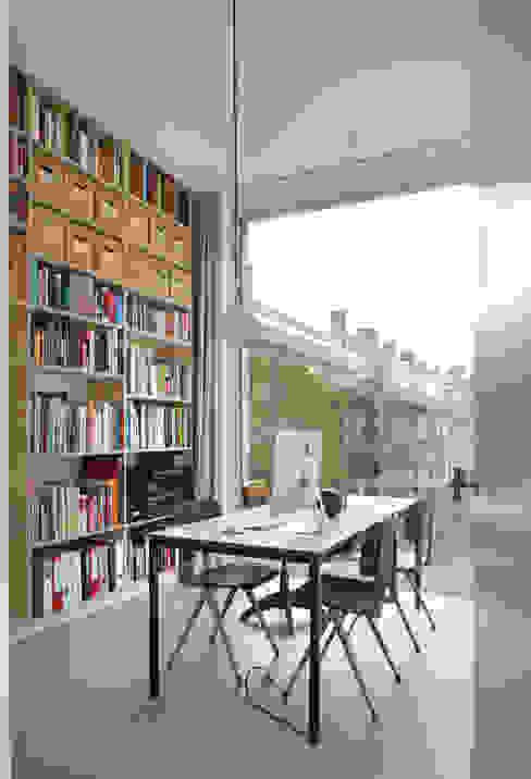 Woonhuis Bedaux-Nagengast:  Woonkamer door Bedaux de Brouwer Architecten, Modern