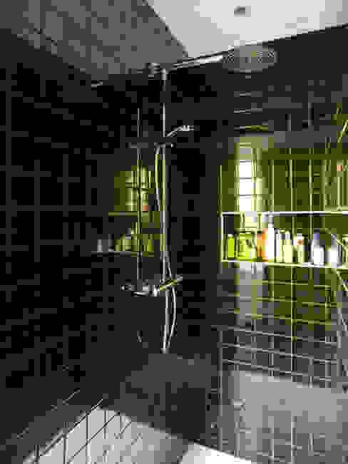 MAISON REFLET Salle de bain moderne par nesso Moderne