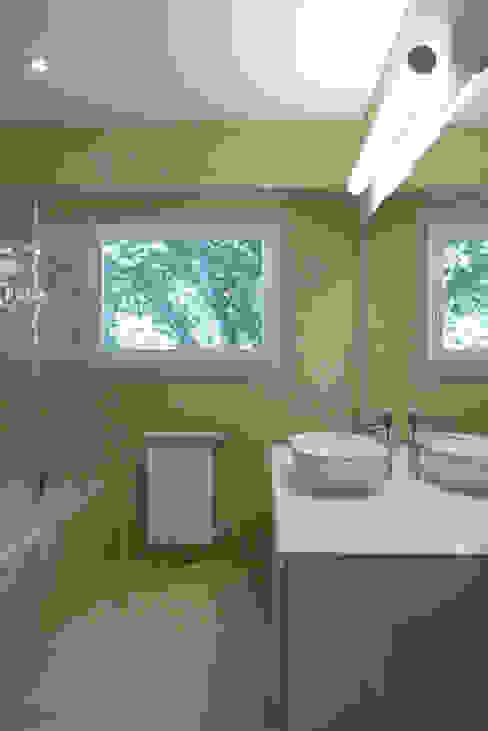 Moderne Badezimmer von Atelier da Calçada Modern