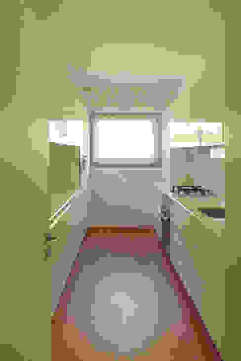 Modern kitchen by Atelier da Calçada Modern