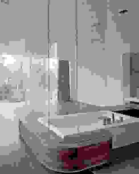 Bathroom by HS Architekten BDA,