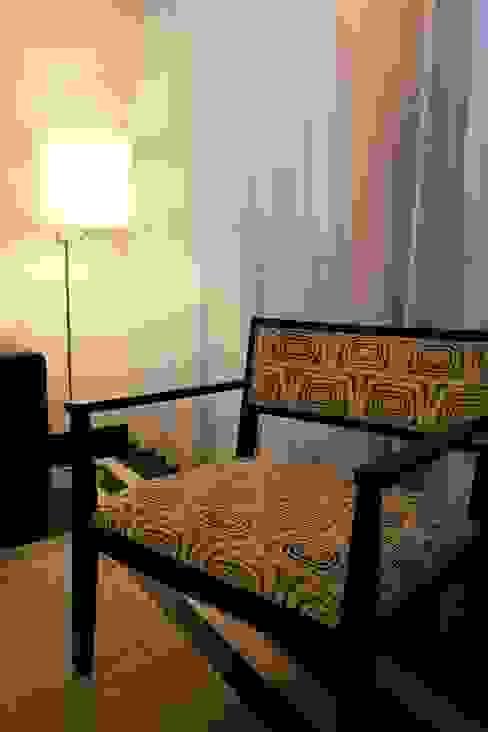 Pormenor da cadeira Traço Magenta - Design de Interiores Quartos modernos