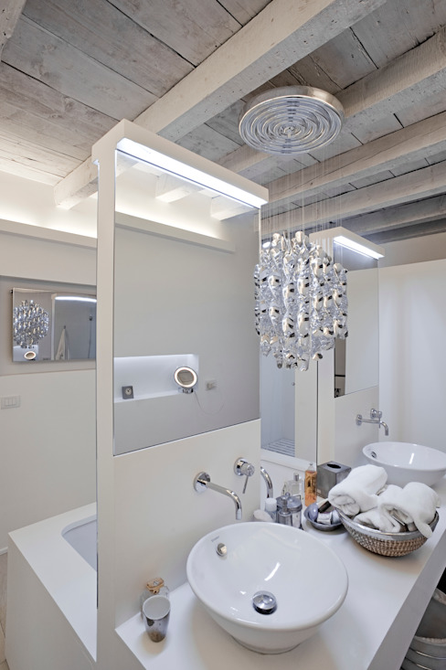 Minimalist style bathroom by bdastudio Minimalist