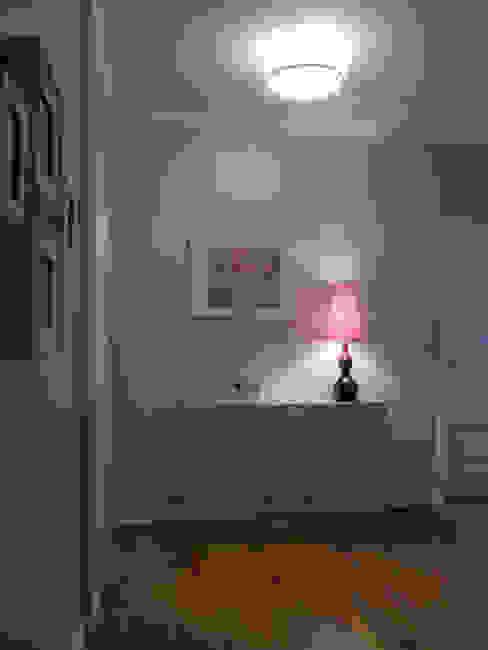 Apartamento em Sintra Corredores, halls e escadas modernos por MUDA Home Design Moderno