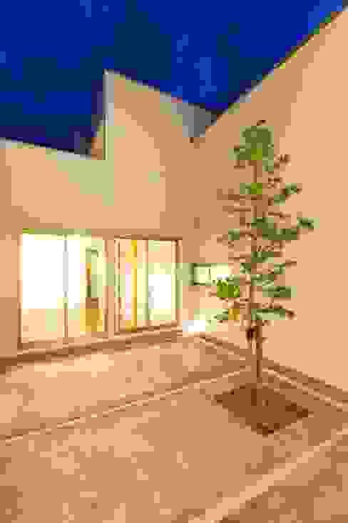 若草の家 モダンな 家 の KOBAYASHI ARCHITECTS STUDIO モダン
