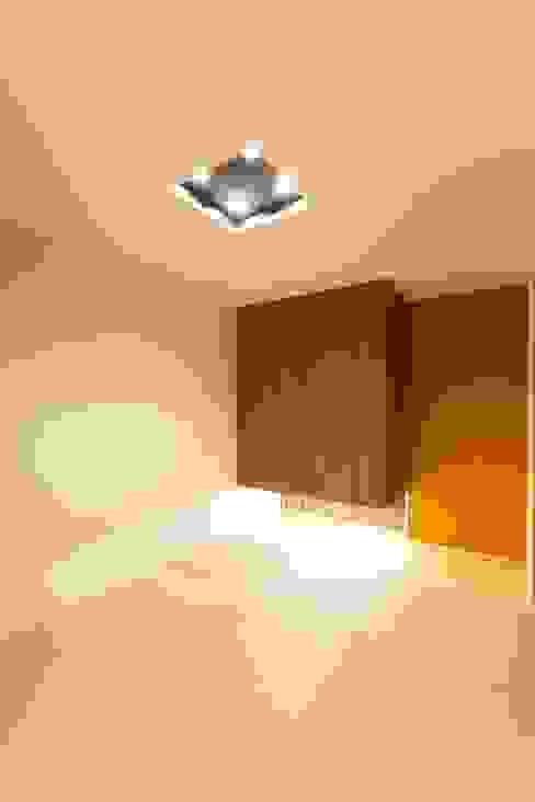 若草の家 モダンスタイルの寝室 の KOBAYASHI ARCHITECTS STUDIO モダン