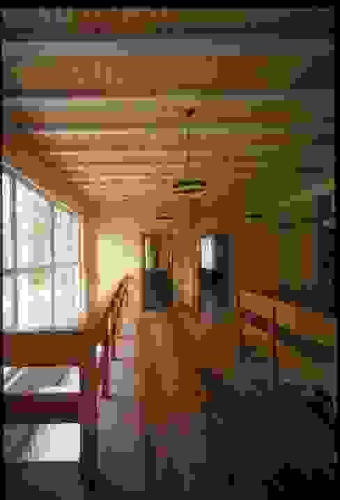 Pasillos, halls y escaleras rurales de homify Rural