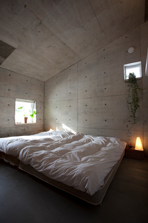 YASUO TERUI Architects Inc. Camera da letto eclettica