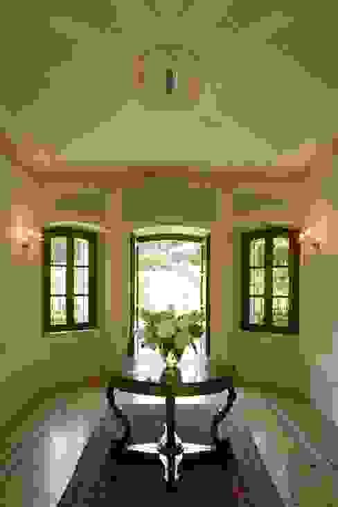 Klasyczny korytarz, przedpokój i schody od ADS Studio di Architettura Klasyczny