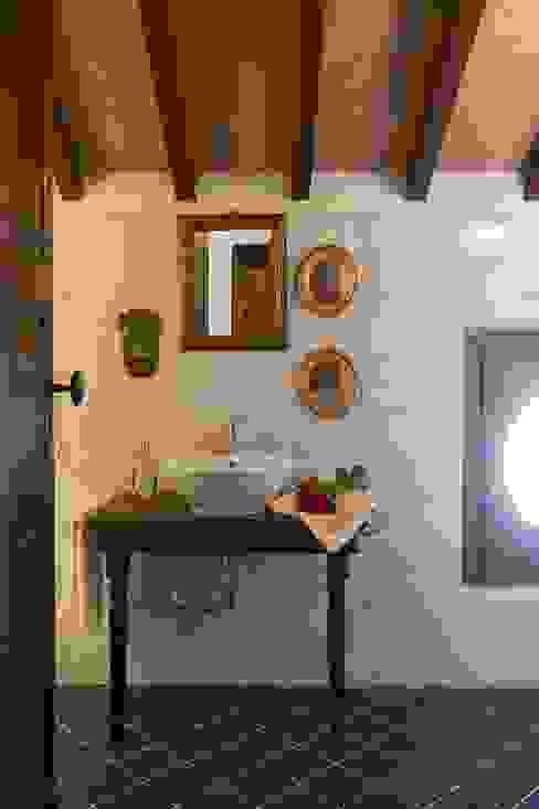 Bathroom by ADS Studio di Architettura,