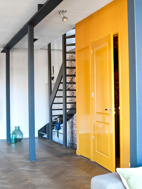 homify Industrial style corridor, hallway and stairs