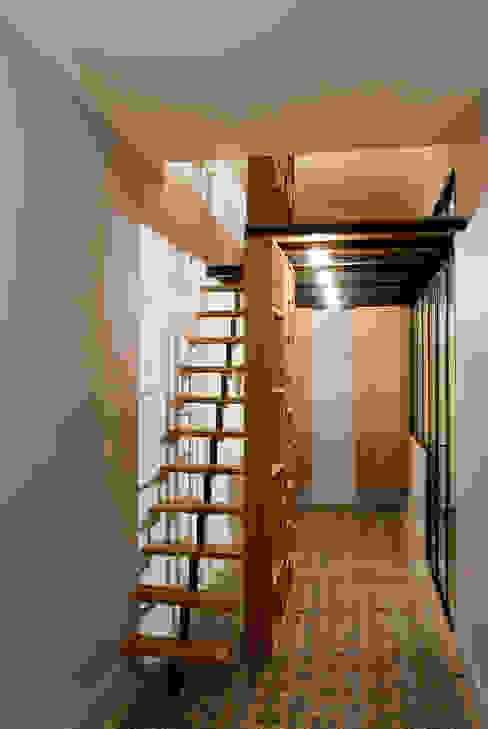 Le couloir Vanessa Bridier Couloir, entrée, escaliers modernes