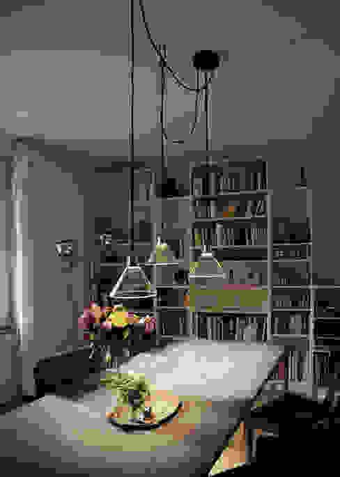 CONE LIGHT SERIE01 TYP D Comedores de estilo minimalista de Bureau Purée Minimalista
