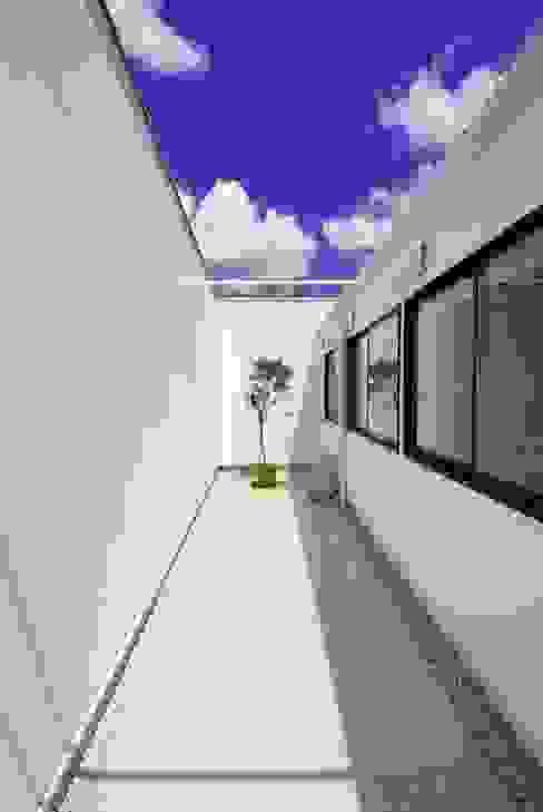 Vườn theo 株式会社PLUS CASA, Hiện đại