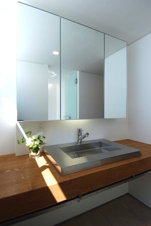 Casas de banho modernas por 株式会社PLUS CASA Moderno