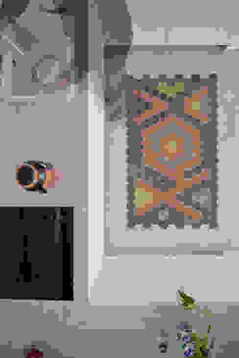 THE APPARTEMENT ミニマルデザインの キッチン の Bureau A ミニマル