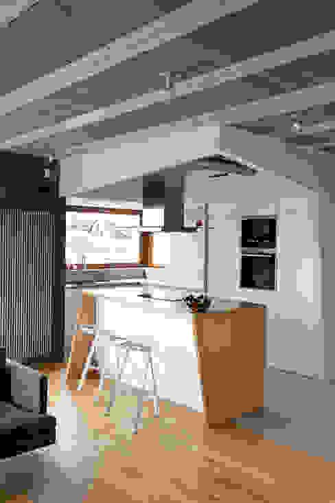 Beam & Block House: styl , w kategorii Kuchnia zaprojektowany przez mode:lina™,Nowoczesny