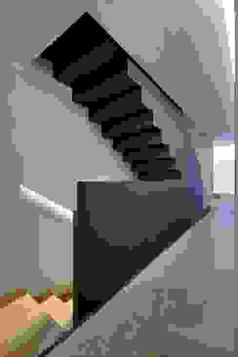 Pasillos, vestíbulos y escaleras de estilo minimalista de homify Minimalista