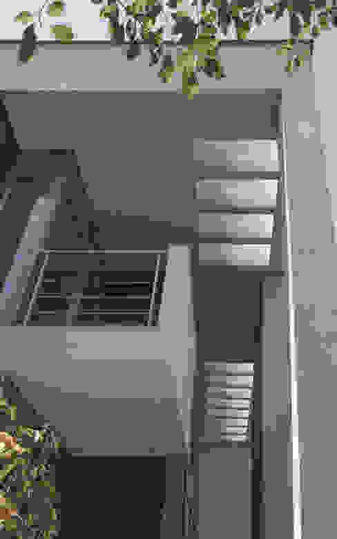 PAWEL LIS ARCHITEKCI Балкон и терраса в стиле модерн