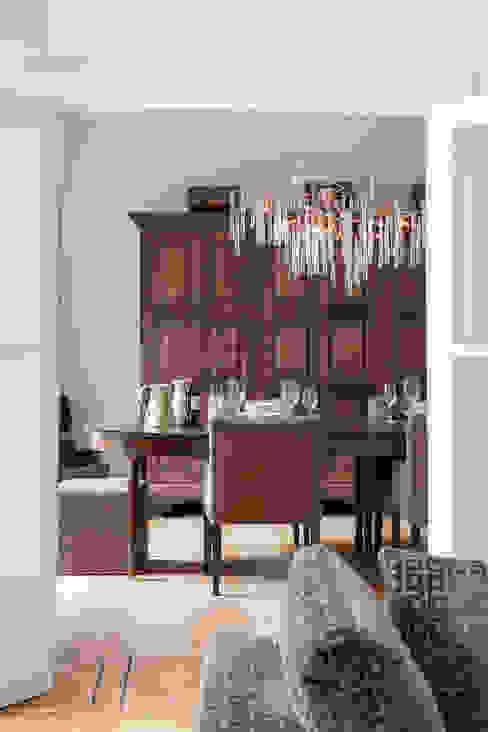 Столовая комната в стиле модерн от choc studio interieur Модерн