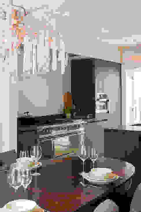 Кухня в стиле модерн от choc studio interieur Модерн