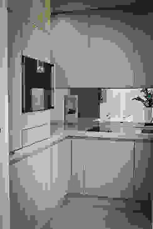"""la cucina in """"scatola"""" Cucina moderna di studio di progettazioni DARCHIMIRE Moderno"""
