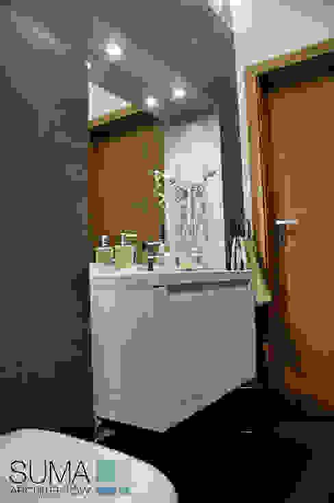 WARSAW ONE Skandynawska łazienka od SUMA Architektów Skandynawski
