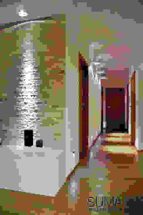 WARSAW ONE Skandynawski korytarz, przedpokój i schody od SUMA Architektów Skandynawski