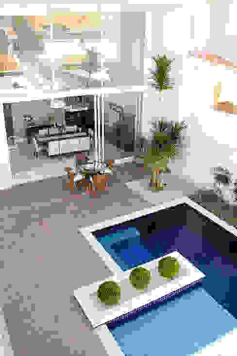 Área de Lazer Piscinas modernas por HAUS Moderno