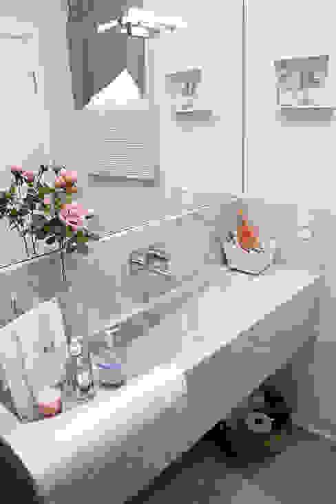 Salle de bains de style  par HAUS,