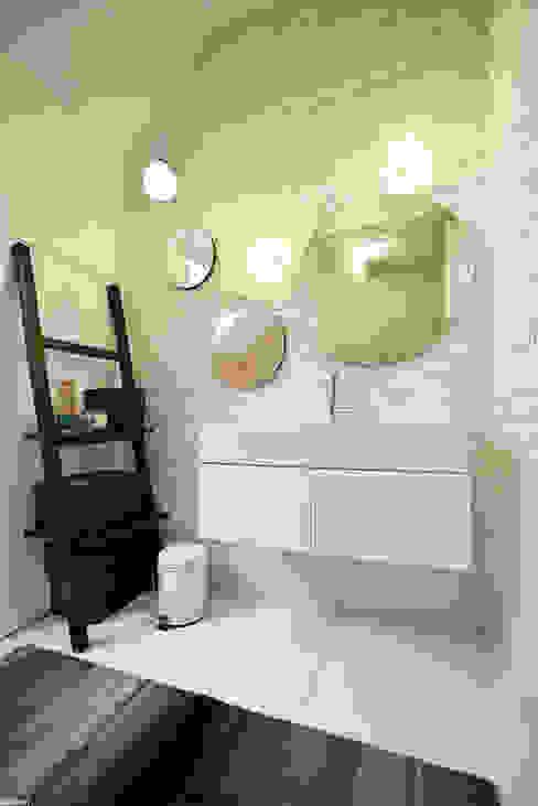 Scandinavian style bathroom by ANIEA Andrzej Niegrzybowski architekt Scandinavian