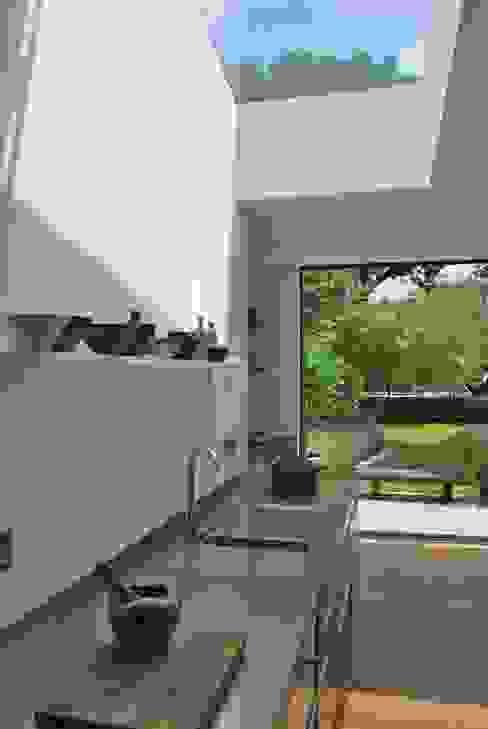 Suburban House Extension North London Scandinavian style kitchen by Caseyfierro Architects Scandinavian