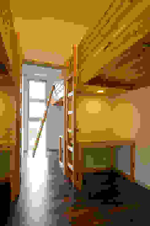 Moderne Kinderzimmer von プラソ建築設計事務所 Modern