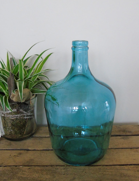 Turquoise Recycled Glass Bottle Vase de homify Ecléctico