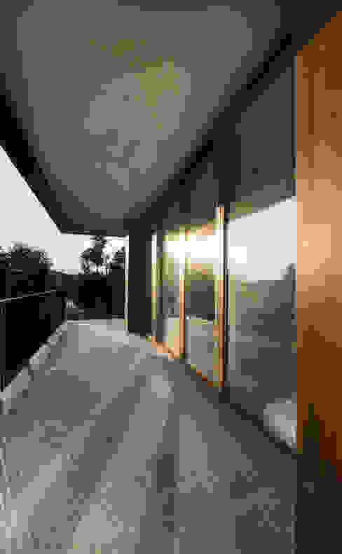 View from balcony Modern Balkon, Veranda & Teras Atelye 70 Planners & Architects Modern