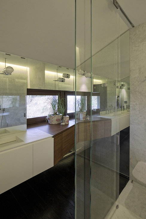 MG2 Architetture – Interior with terrace Bagno moderno di mg2 architetture Moderno