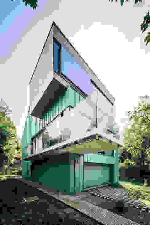 dom_w_parku_1_arc2 Minimalistyczne domy od ArC2 Fabryka Projektowa sp.z o.o. Minimalistyczny