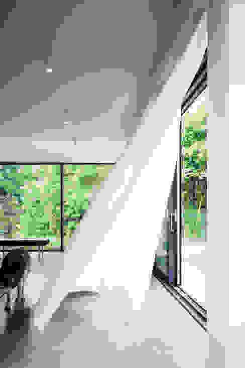house of architects_11_arc2 ArC2 Fabryka Projektowa sp.z o.o. Minimalistische woonkamers