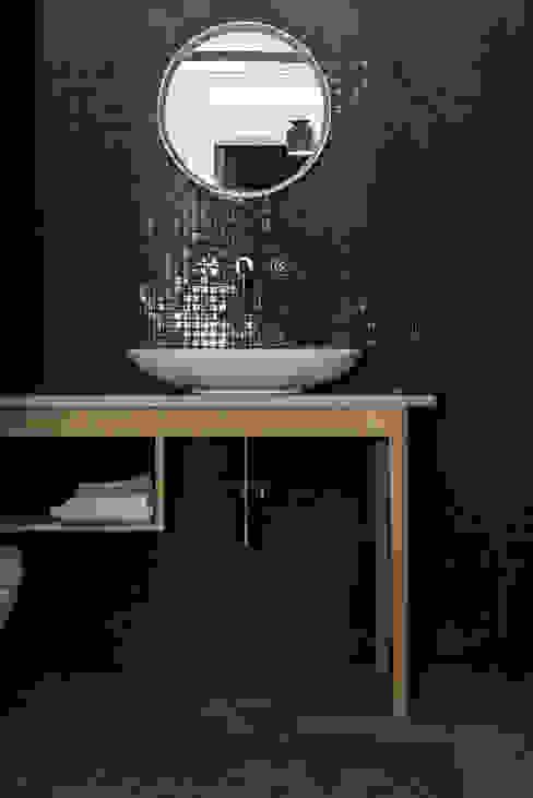 Dom pod Berlinem Skandynawska łazienka od Loft Kolasiński Skandynawski Płytki