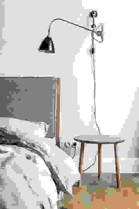 Спальня в скандинавском стиле от Loft Kolasiński Скандинавский Лен / Полотно Розовый