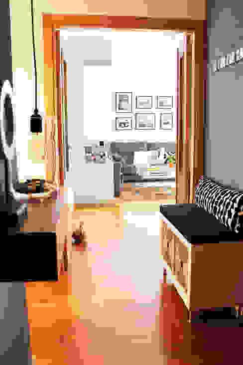 itta estudio Eclectic corridor, hallway & stairs