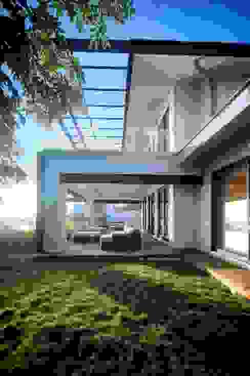 Terraza planta baja Balcones y terrazas de estilo moderno de sanzpont Moderno
