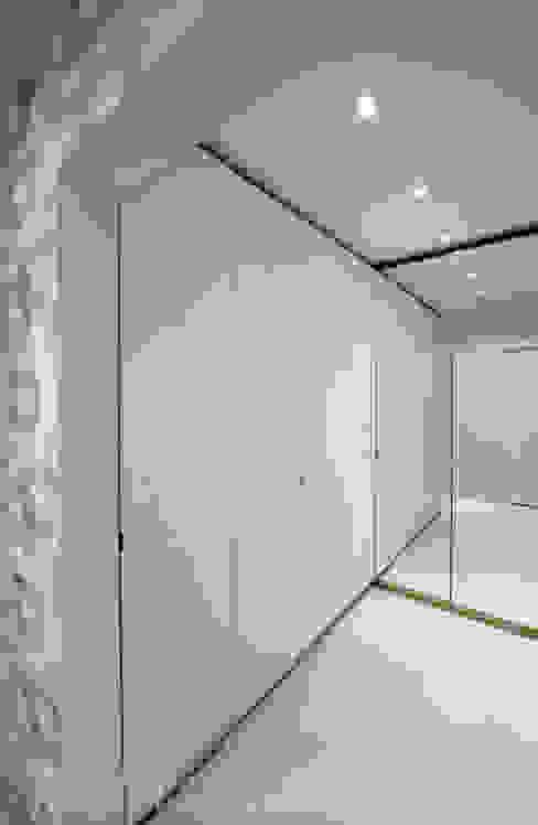 GARDEROBA: styl , w kategorii Garderoba zaprojektowany przez ILLUMISTUDIO,Skandynawski