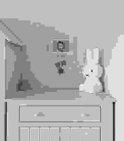 Dormitorios infantiles de estilo escandinavo de ILLUMISTUDIO Escandinavo